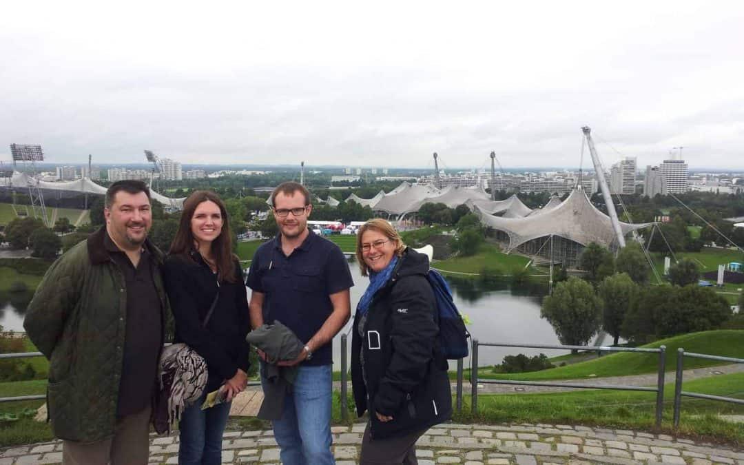 München Greeter vor dem Olympiastadion