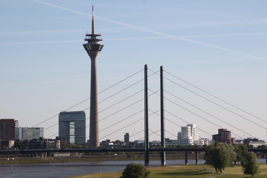 Düsseldorfer Rheinbrücke und Fernsehturm